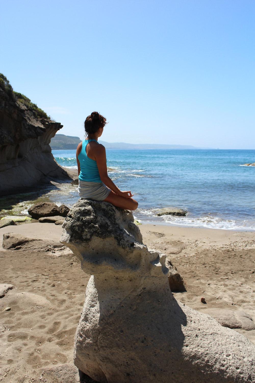 Silvia-Rosi-yoga-davanti-al-mare.jpg
