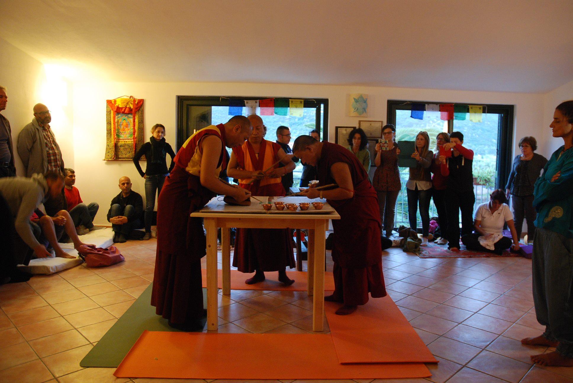 tibetani a l centro miva.jpg