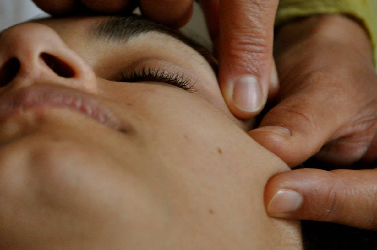 massaggio-al-viso-Sendy-1.jpg