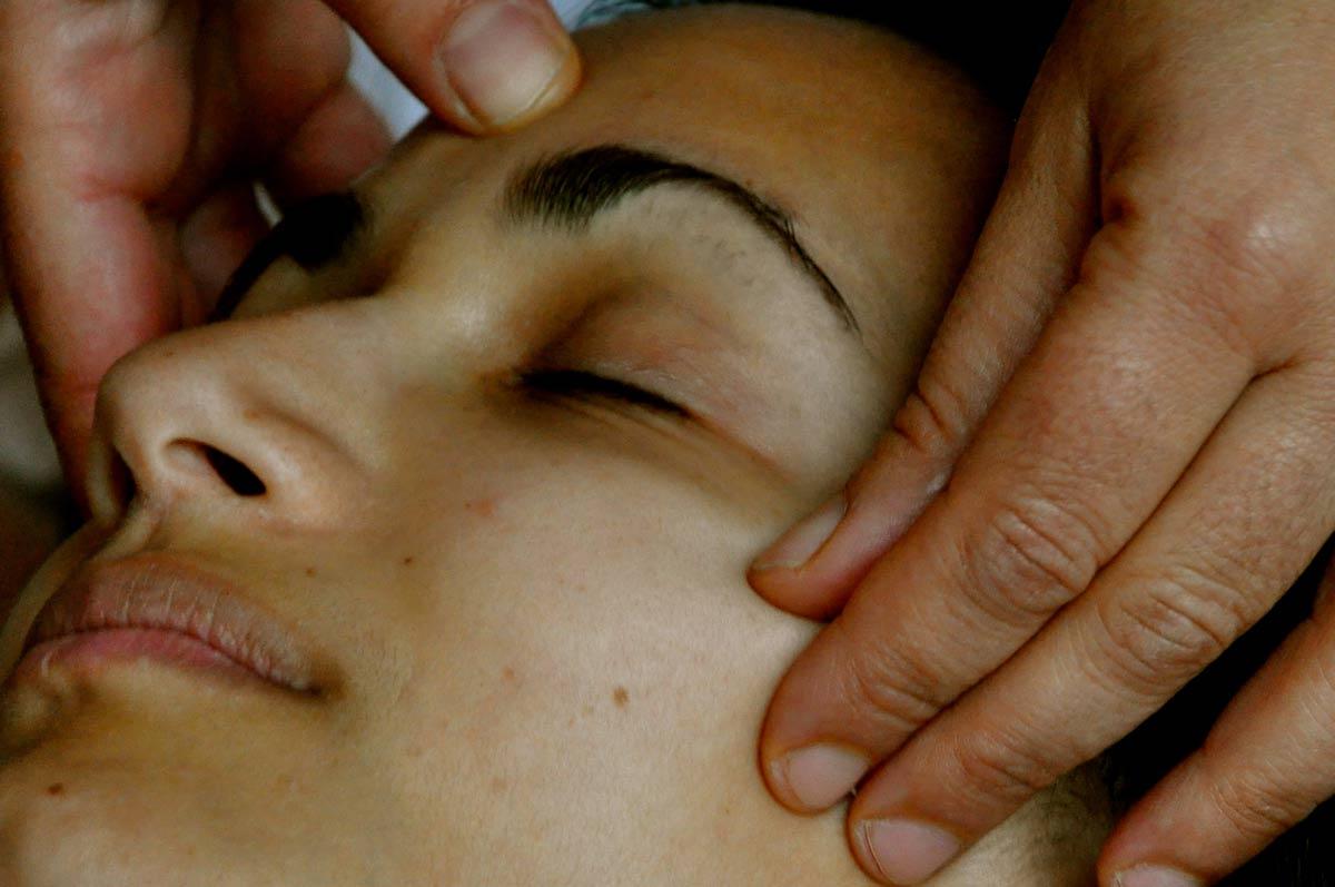 massaggio-al-viso-Sendy-2.jpg