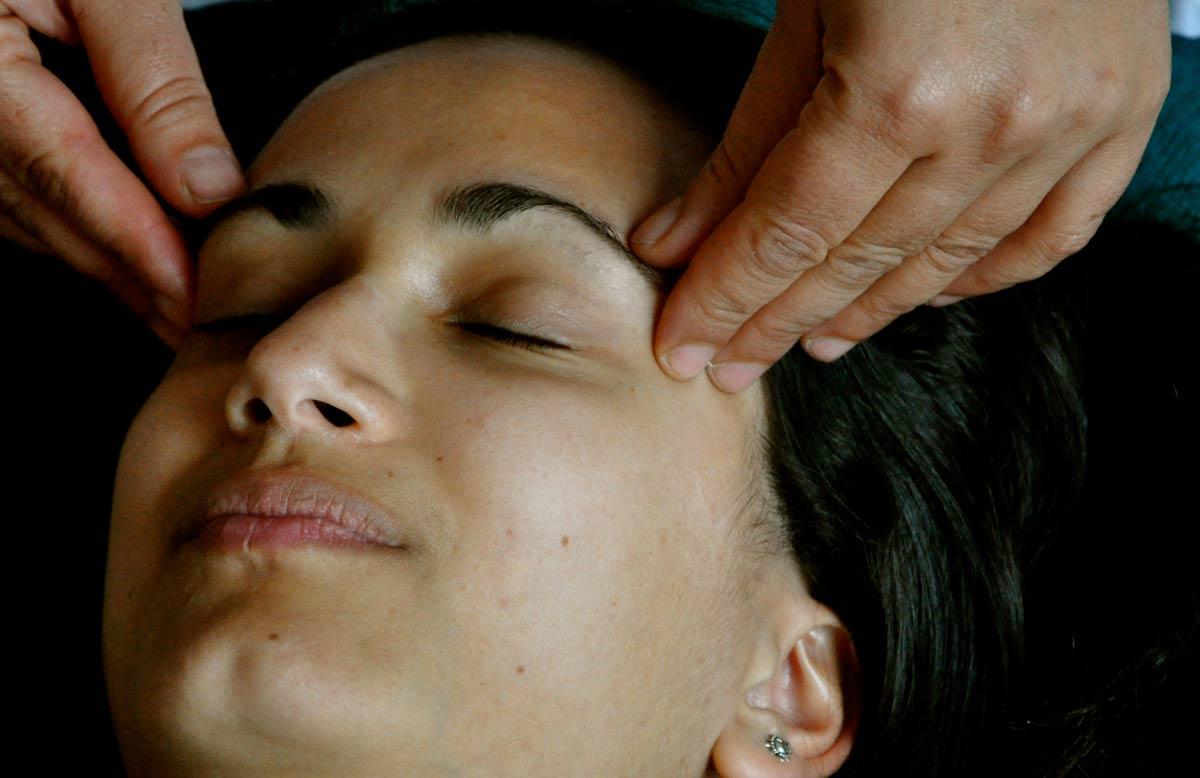 massaggio-al-viso-Sendy-3.jpg